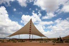 Tente sur les déserts images stock
