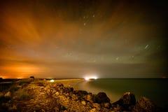 Tente touristique sur la plage par nuit Images stock
