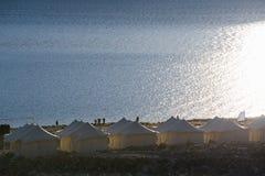 Tented touristisches Lager am Pangong See Licht und Schatten vom Sonnenaufgang Stockbilder