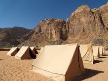 Tenten bij Woestijn Stock Foto's