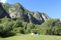 Tenten in de bergen Stock Foto's