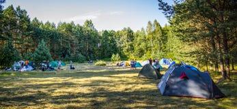 Tenten in het toeristenkamp Royalty-vrije Stock Afbeelding