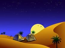 Tenten in woestijn bij nacht Stock Afbeelding