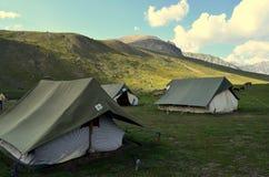 Tentes de camping près des lacs au voyage du Cachemire Great Lakes photos libres de droits