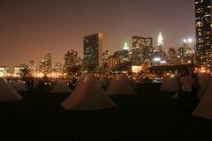 Tentes et gratte-ciel de Manhattan Image libre de droits