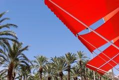 Tentes et palmiers oranges photos libres de droits