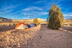 Tenting в Vermillion национальном монументе скал стоковые фото