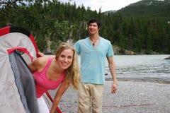 Tenting Paare Lizenzfreie Stockfotos