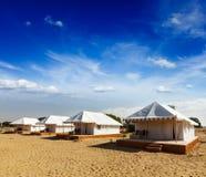 Tentkamp in woestijn. Jaisalmer, Rajasthan, India. Royalty-vrije Stock Foto's