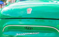 Tentoonstelling van auto's in de zomer in retro auto's komsomolsk-op-Amur en gestemde auto's royalty-vrije stock fotografie