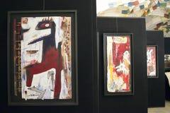 Tentoonstelling van eigentijdse kunst in de galerij stock foto