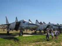 Tentoonstelling van uitstekende militaire uitrusting in het Kaluga-gebied in Rusland op 26 Juni 2016 Royalty-vrije Stock Afbeeldingen