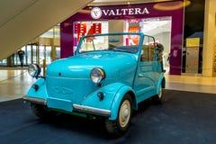 Tentoonstelling van zeldzame auto's van 40-70 jaren geleden van de 20ste eeuw Stock Fotografie