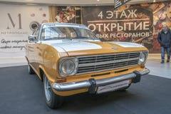Tentoonstelling van zeldzame auto's van 40-70 jaren geleden van de 20ste eeuw Stock Foto's