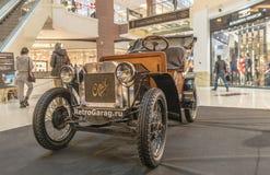 Tentoonstelling van zeldzame auto's van 40-70 jaren geleden van de 20ste eeuw Royalty-vrije Stock Foto's