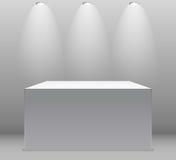 Tentoonstellingsconcept, Witte Lege Doos, Tribune met Verlichting op Gray Background Malplaatje voor uw inhoud 3d vector Stock Afbeeldingen