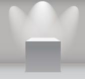 Tentoonstellingsconcept, Witte Lege Doos, Tribune met Verlichting op Gray Background Malplaatje voor uw inhoud 3d vector Royalty-vrije Stock Afbeeldingen