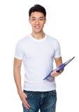 Tenuta asiatica del giovane con la lavagna per appunti Fotografie Stock