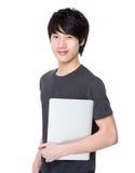 Tenuta asiatica del giovane con la lavagna per appunti Immagine Stock