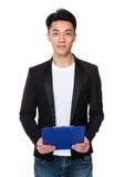 Tenuta asiatica dell'uomo con il cuscinetto dell'archivio Fotografia Stock