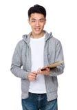 Tenuta asiatica dell'uomo con la lavagna per appunti Immagini Stock Libere da Diritti