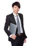 Tenuta asiatica dell'uomo d'affari con il computer portatile Immagine Stock