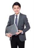 Tenuta asiatica dell'uomo d'affari con il computer portatile Fotografie Stock Libere da Diritti