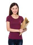 Tenuta asiatica della donna con la cartella Immagini Stock Libere da Diritti