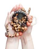 Tenuta dei gioielli immagini stock