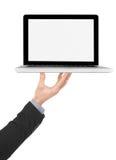 Tenuta del computer portatile con lo schermo in bianco fotografie stock