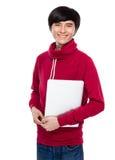 Tenuta del giovane con il computer portatile Immagine Stock
