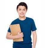 Tenuta del giovane con la lavagna per appunti Immagine Stock Libera da Diritti