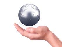 Tenuta del globo della terra in sue mani Immagine Stock