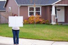 Tenuta del segno bianco Fotografie Stock Libere da Diritti