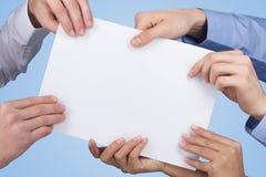 Tenuta della carta in bianco Immagini Stock Libere da Diritti