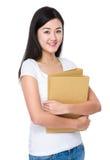 Tenuta della donna con il documento dell'archivio Immagini Stock