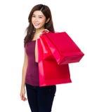 Tenuta della donna con il sacchetto della spesa Fotografia Stock Libera da Diritti