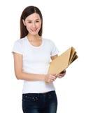 Tenuta della donna con la cartella immagini stock