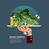 Tenuta della mano del cameriere il vassoio con molti soldi raggiro di servizio dei soldi Immagini Stock Libere da Diritti