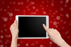 Tenuta della mano e smartphone umani di tocco, compressa, telefono cellulare con il bl Fotografie Stock Libere da Diritti