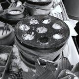 Tenuta tradizionale tailandese dolce della noce di cocco Immagini Stock