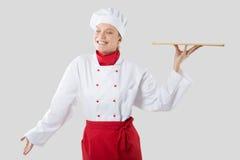 Tenute del cuoco in una mano un vassoio Fotografie Stock