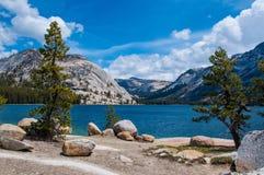 Tenya sjö, Tioga passerande Yosemite Fotografering för Bildbyråer