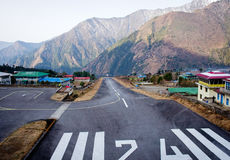 Tenzing-Hillary-Flughafen in Lukla, Nepal stockfoto