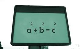 Teorema de s de Pythagoras 'em um quadro de avisos Fotos de Stock Royalty Free