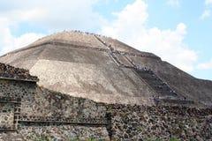 teotihuacan金字塔的星期日 库存图片