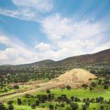 Teotihuacan, Μεξικό, πυραμίδα του φεγγαριού και η λεωφόρος του Δ στοκ φωτογραφίες