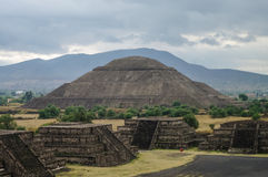 teotihuacan όψη ήλιων πυραμίδων φεγγαριών του Μεξικού teotihuacan Στοκ Εικόνα