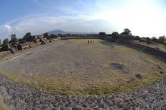 Teotihuacan, cortile, Fisheye Immagine Stock