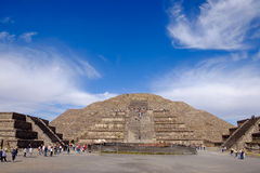 TEOTIHUACAN, MEXICO - 28 DECEMBER 2015: People on Teotihuacan Royalty Free Stock Photos
